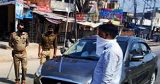 गाजियाबाद में 40 पर केस, वाराणसी में पुलिस ने लाठी चार्ज