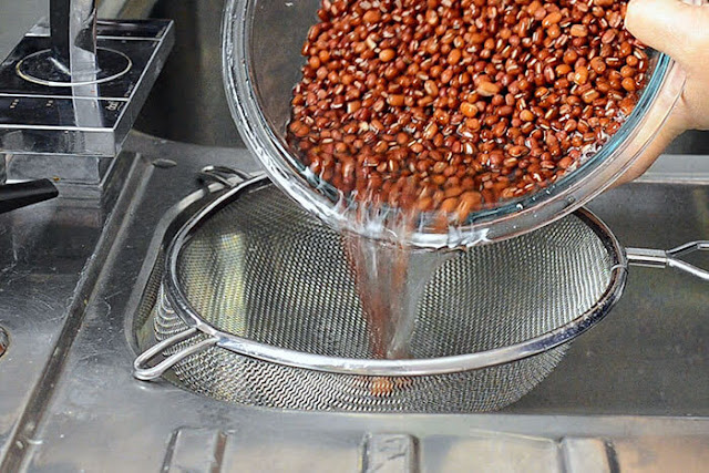 strain off water red beans