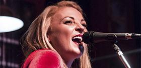 Crònica concert Karen Waldrup al Renegade