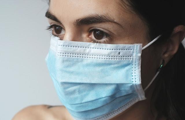 Médica, enfermeira, profissional da saúde com mascara, linha de frente, pandemia, coronavírus