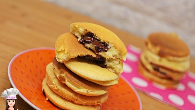pancakes con cuore al cioccolato