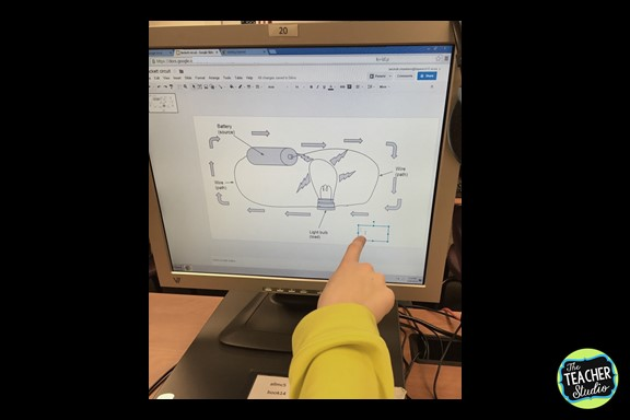 Incorporating technology in meaningful ways is sometimes challenging...but check out this electricty lesson that also taught students a ton of technology strategies!  Just one day in our electricy unit!  fourth grade, electricity unit, teaching electricity, teaching circuits, teaching technology