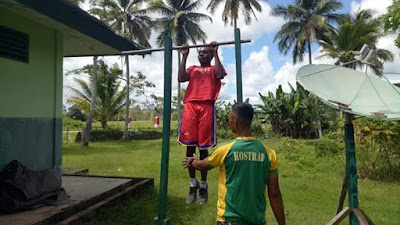 Pasukan Kostrad Latih Anak Yatim Piatu