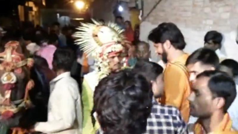 समानता : सवर्ण समाज के लोगो ने दलित समाज के युवक को घोड़ी पर बैठकर धूमधाम से किया विवाह