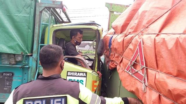 Kecelakaan Beruntun di By Pass Mojokerto, Pengemudi Terjepit