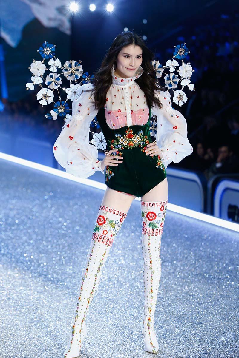 Sui He - Victoria's Secret Fashion Show 2016, à Paris