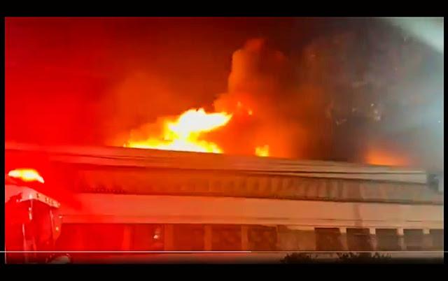 A foto mostra o fogo da cinemateca Brasileira de São Paulo.