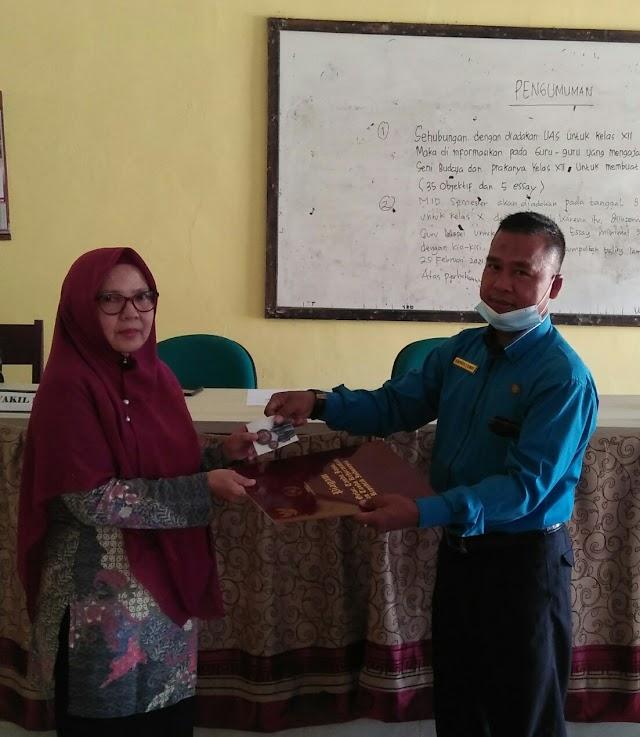 Penyerahan Piagam Penghargaan Gelar, Canda, Jasa, Dan Canda Kehormatan Republik Indonesia Kepada Guru SMAN 1 SUNGAI BEREMAS