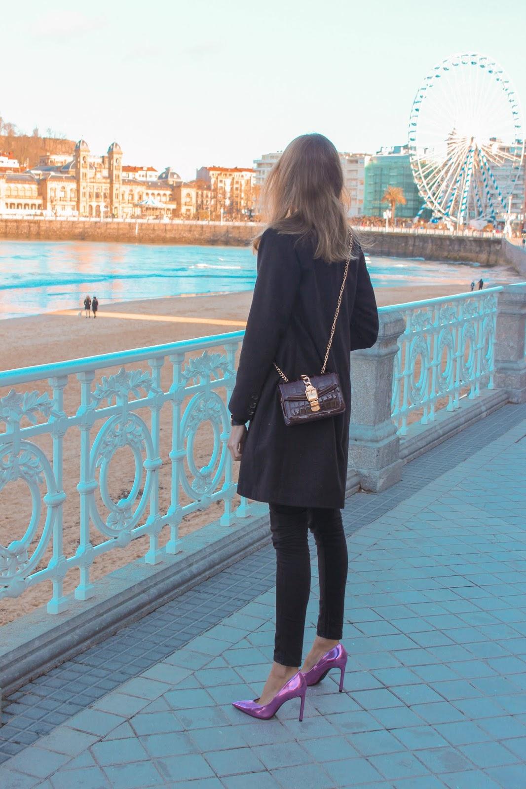 tota-black-look-stilettos-rosa-neón-bershka