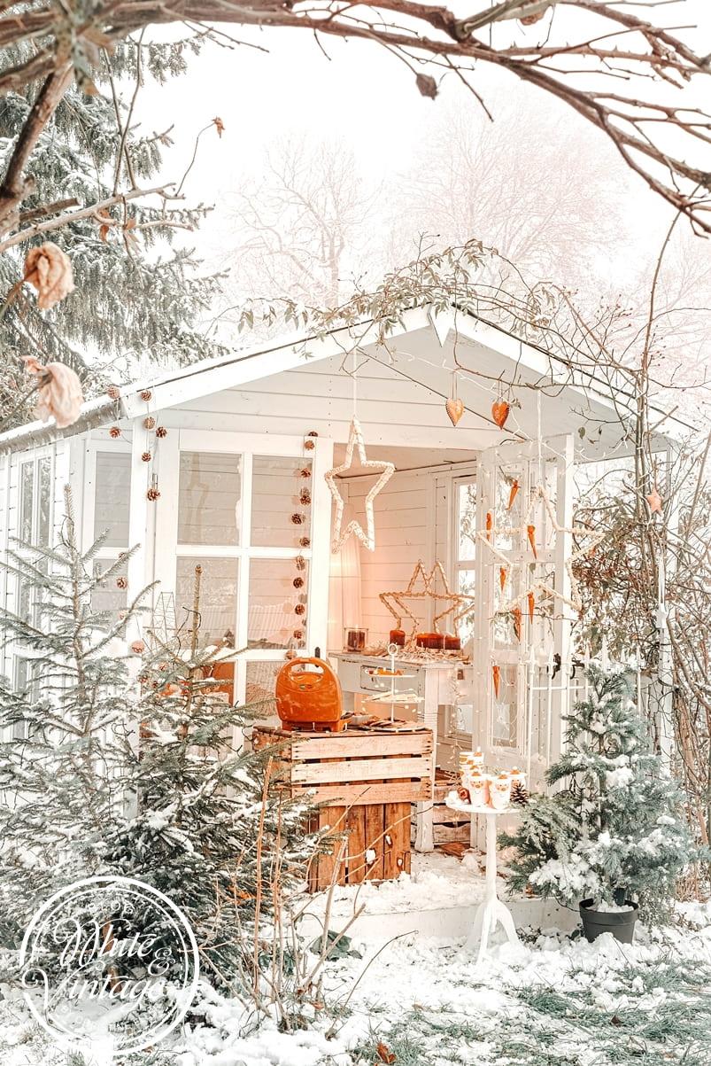 Weihnachtszauber im Garten