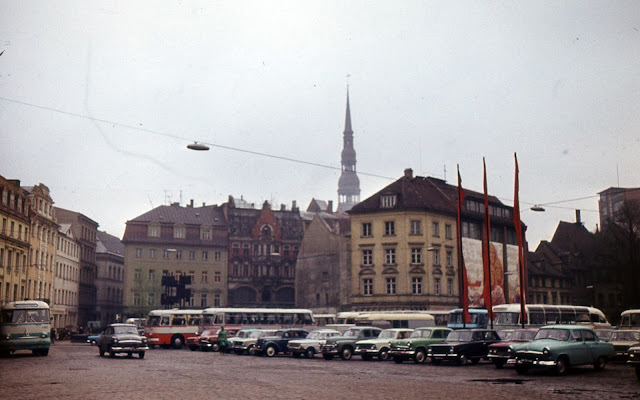 Вторая половина 1970-х годов. Рига. На площади 17 Июня