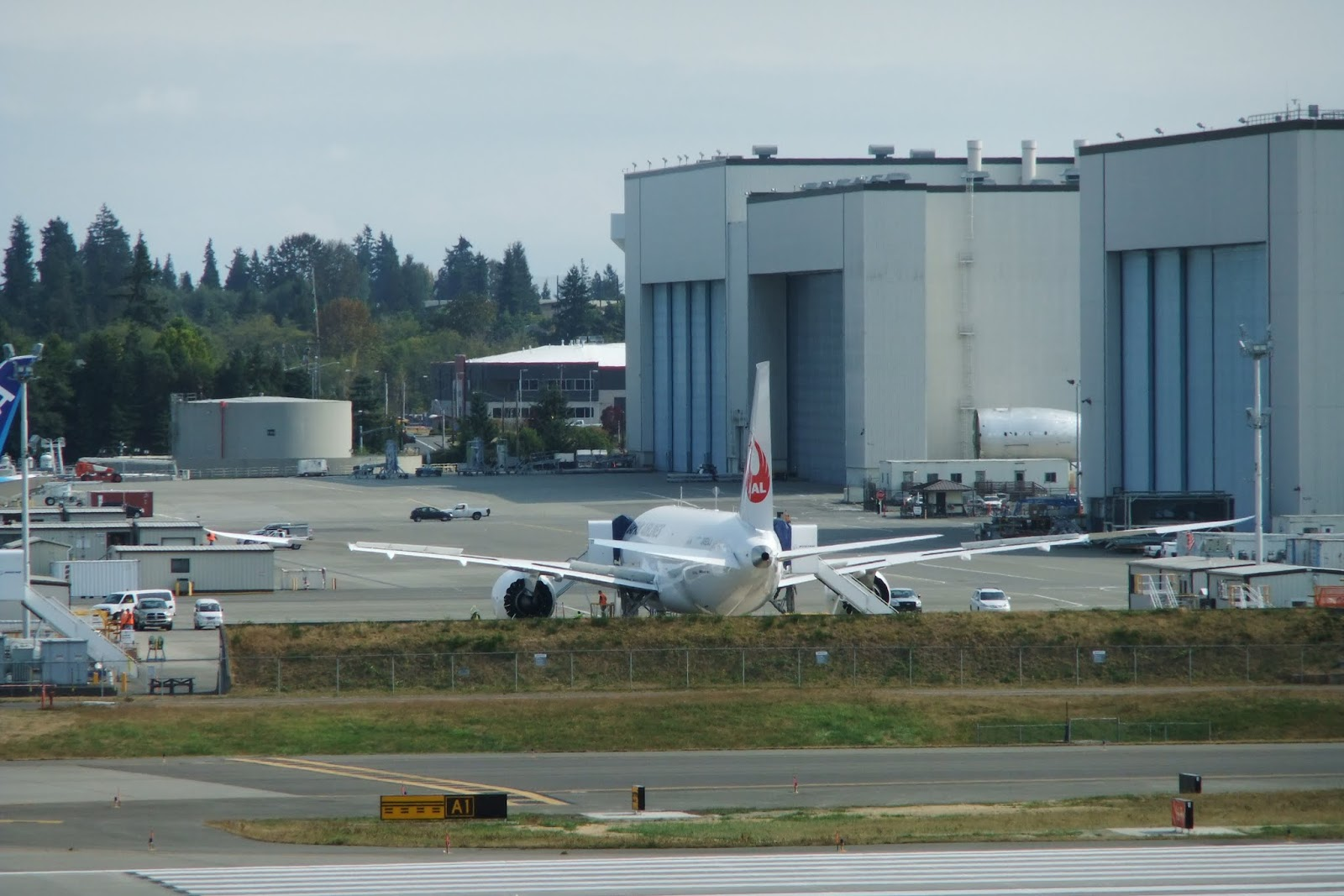 JAL787-everett-factory