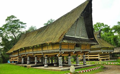 Rumah Adat Batak Simalungun Provinsi Sumatra Utara - Raimondwell.com