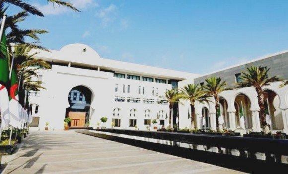 """مصادر صحفية : وزارة الخارجية الجزائرية تستدعي سفير المغرب وتأمر القنصل بوهران بالرحيل الفوري بعد وصفه للجزائر بـ """"العدو"""""""