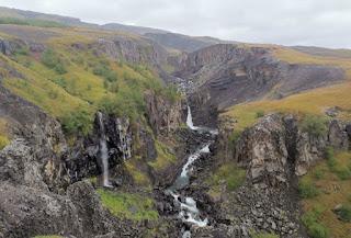 Fiordos del Este de Islandia. Trekking hacia  Hengifoss y Litlanesfoss.