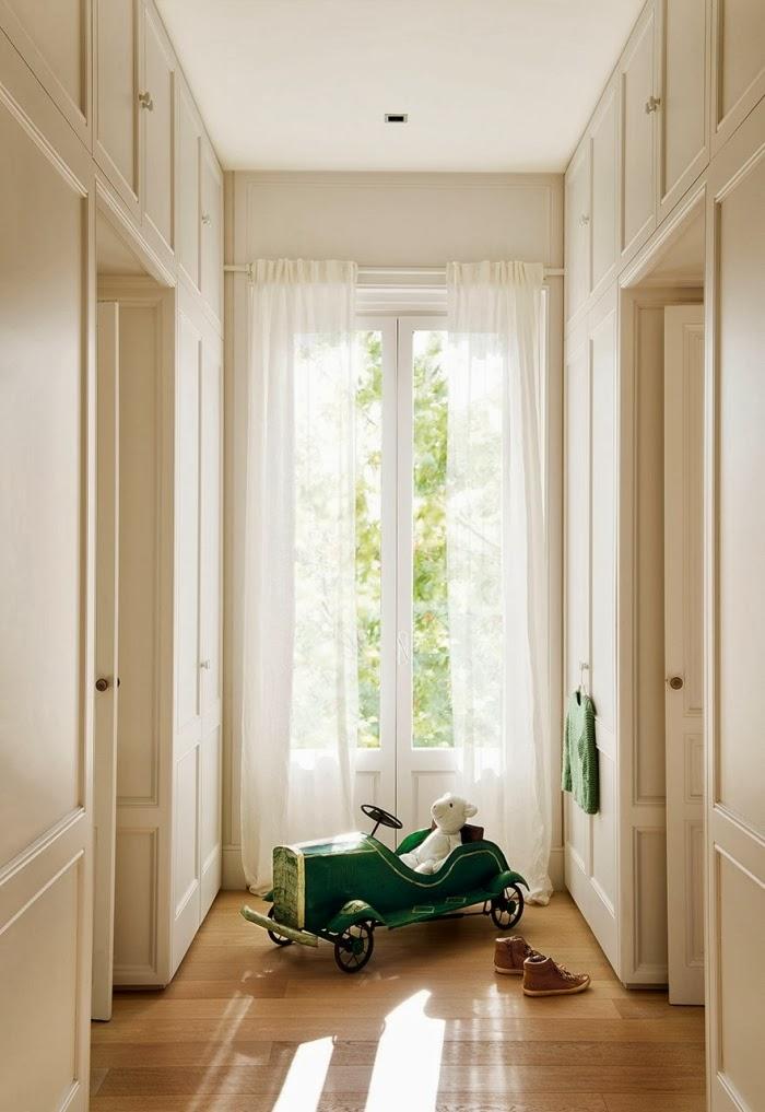 Ciepły, słoneczny domek w skandynawskim stylu, wystrój wnętrz, wnętrza, urządzanie domu, dekoracje wnętrz, aranżacja wnętrz, inspiracje wnętrz,interior design , dom i wnętrze, aranżacja mieszkania, modne wnętrza, styl skandynawski, scandinavian style, białe wnętrza, biel,