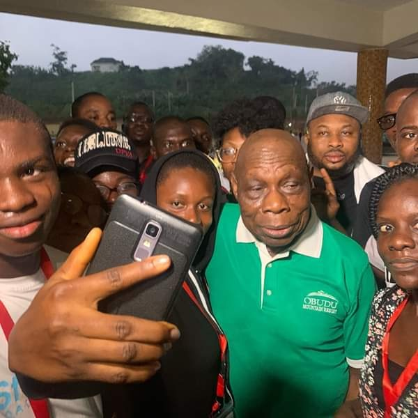 Olakunle Churchill Joins Obasanjo In Early Morning Exercise (Photos)