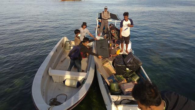 Sempat di Hadang Cuaca Buruk, Logistik Dan Kotak Suara Tiba di Pulau Rajuni Dengan Pengawalan Ketat
