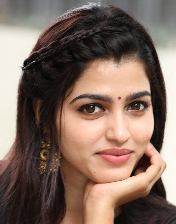 Tamil Actress Sai Dhanshika Oily Face Closeup Smiling Photos