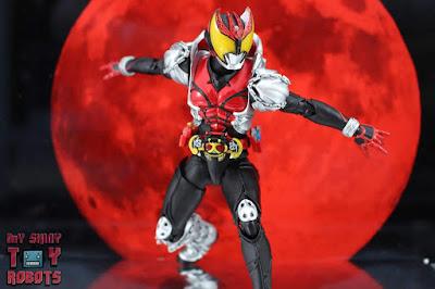 S.H. Figuarts -Shinkocchou Seihou- Kamen Rider Kiva (Kiva Form)