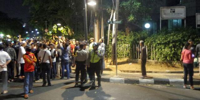 Mencekam..!! Massa Anti PKI Kepung Kantor Yayasan Lembaga Hukum Indonesia