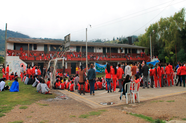 Un colegio facatativeño al campo de inmersión en inglés