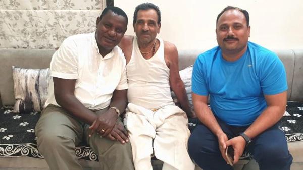 News, Mumbai, National, MP. Keniya, Kenyan MP returns to India after 30 years to repay Rs 200 debt to Aurangabad grocer