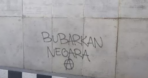 """Coretan """"Bubarkan Negara"""" di Underpass Malang, Pelaku Vandalisme Lagi Diburu"""