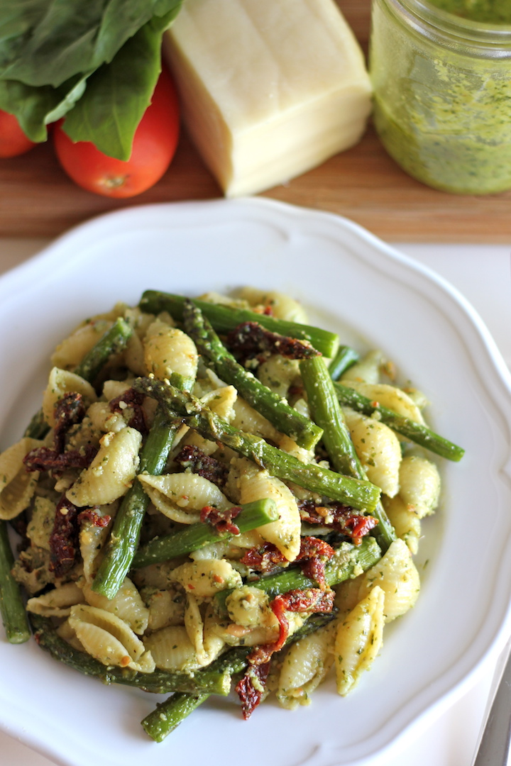 Pesto Pasta with Sun Dried Tomatoes and Roasted Asparagus - A quick and easy dish for those busy weeknights, and it is chockfull of veggies!