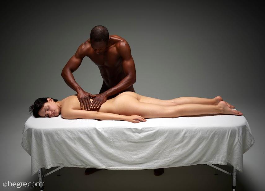 1500481250_ariel-and-mike-erotic-massage-board [Hegre-Art] Ariel & Mike - Erotic Massage
