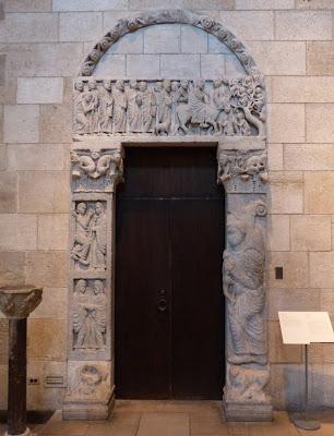 ROMÁNICO EN NUEVA YORK. THE CLOISTERS MET. Portada de la iglesia de San Leonardo al Frígido.