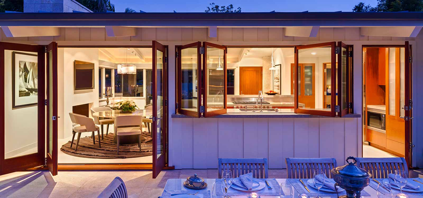 Desain Rumah 1 Lantai Bergaya Villa Modern