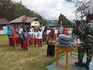 Sambut HUT Ke-76 RI, Satgas TNI Yonif 751 Berbagi Kebahagiaan Kepada Siswa-Siswi