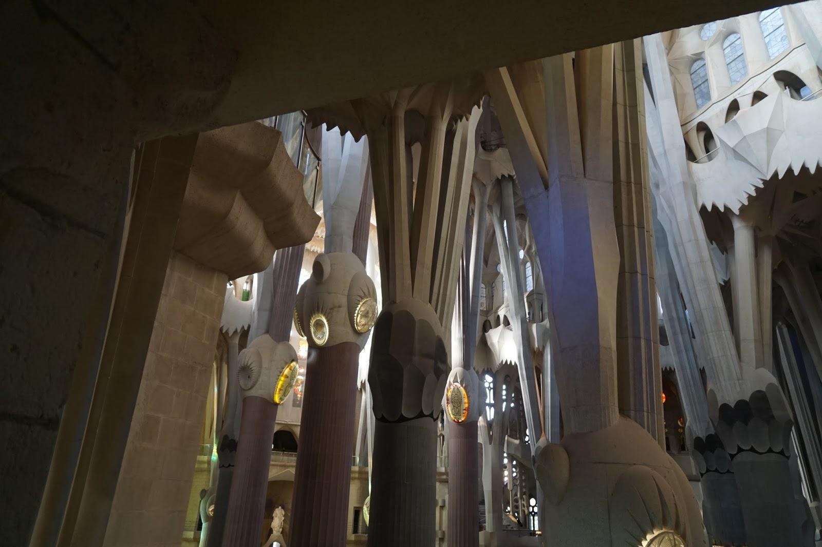 サグラダ・ファミリア (Sagrada Familia) 螺旋階段途中から見た聖堂内