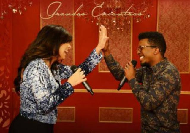 Fernanda Brum e Delino Marçal fazem dueto em regravação de 'Apenas Um Toque'