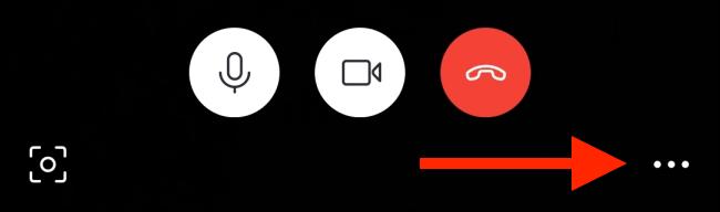 اضغط على زر القائمة في شاشة الاتصال على Android