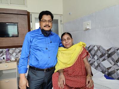 Dr Manoranjan Mahapatra Onco Gynecologist Odisha with Patient