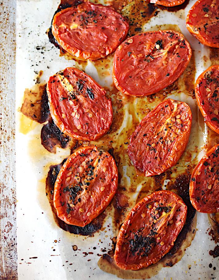 Tomates secos caseros después de estar en el horno por varias horas