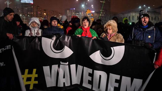 Miles de rumanos protestan en Bucarest contra la corrupción