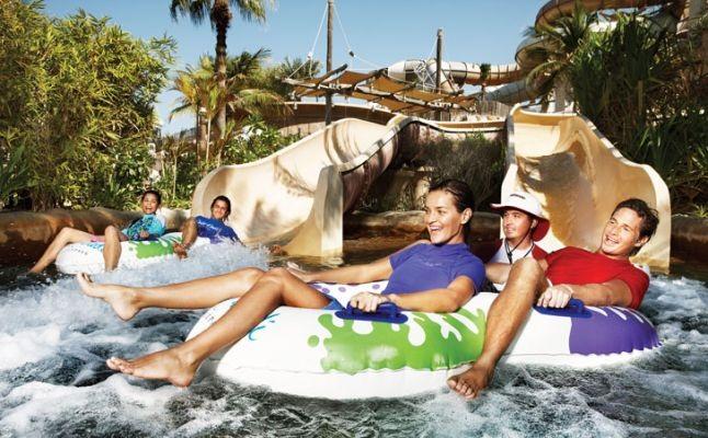 وايلد وادي (Wild Wadi) اطفال يركبون الامواج يتزحلقون kids children surfing water