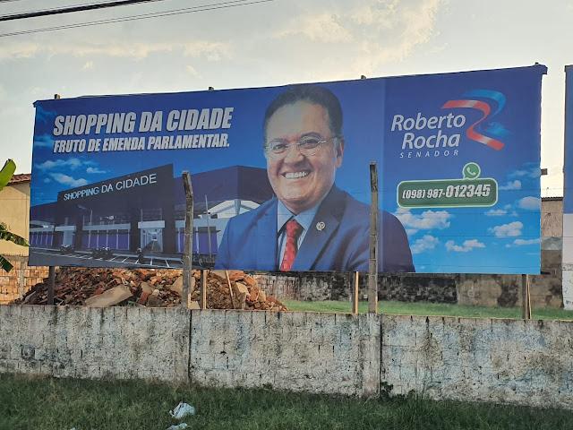 Senador Roberto Rocha mostra em outdoors as obras que ele conseguiu para Imperatriz!!!
