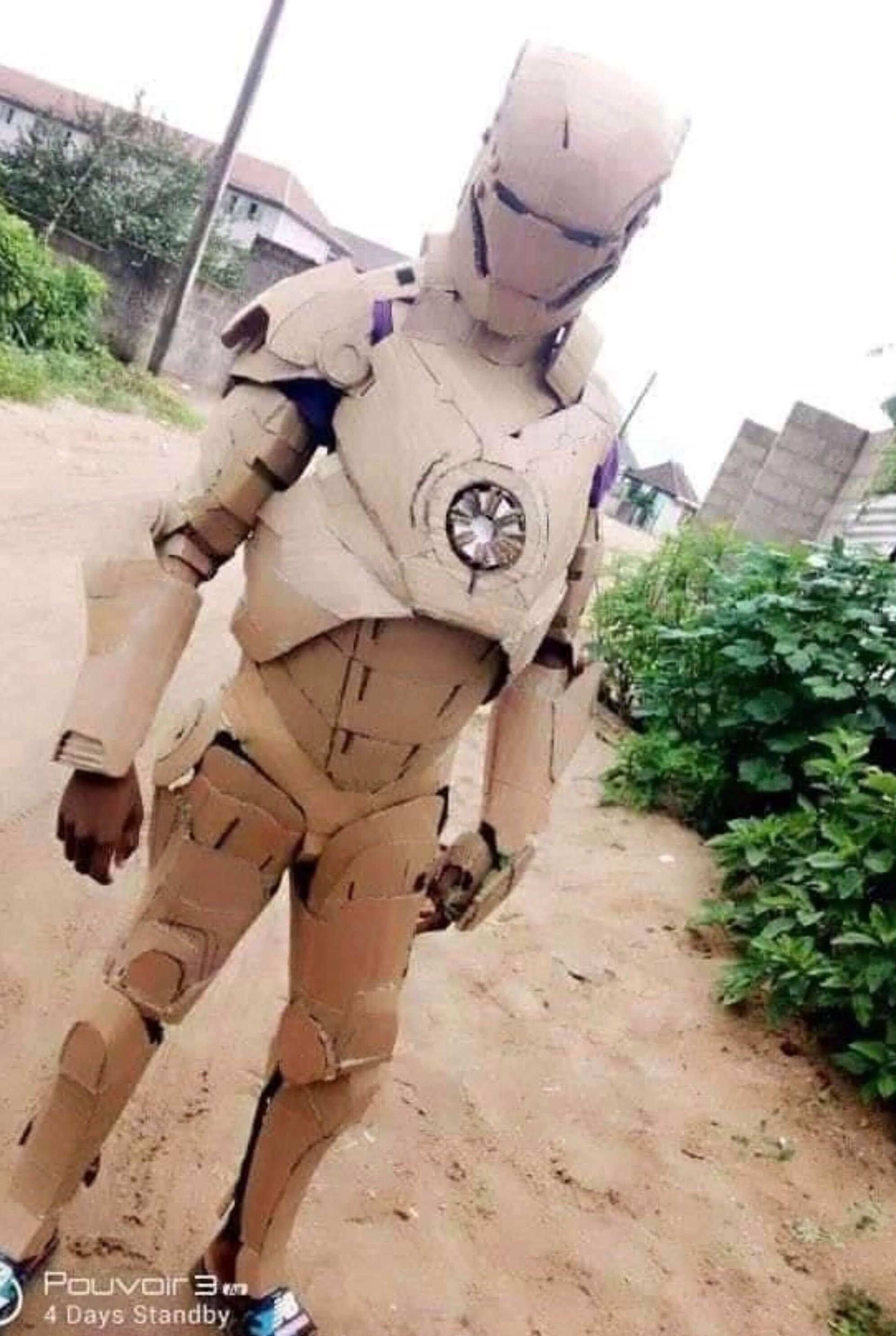 Iron Man suit made out of Cardboard : アイアンマンのお見事な手作りアーマーのマーク・ダンボール ! !