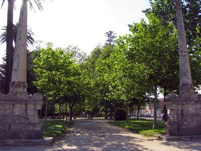 Obeliscos na entrada do Jardim do Passeio Alegre