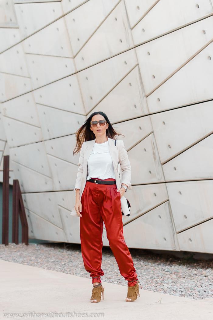 Look con Pantalones Slouchy Revolve blazer Zara y sandalias Aquazzura