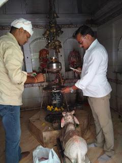 शक्तिपीठ लम्बोदरनाथ महादेव मंदिर पर की गई पूजा अर्चना, बांटी गई मिठाईयां | #NayaSaveraNetwork
