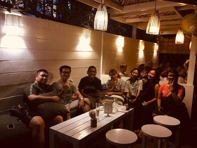 the deck cafe nusa lembongan