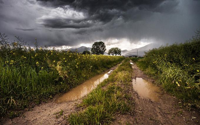 Coldiretti: allarme maltempo con tempeste tropicali su campagne e città, raccolti a rischio