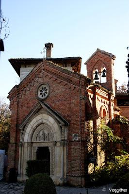 La chiesetta Gotica nel borgo medievale