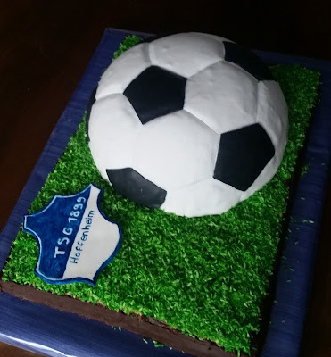 https://sandyskitchendreams1.blogspot.de/p/fuball-kuchen.html