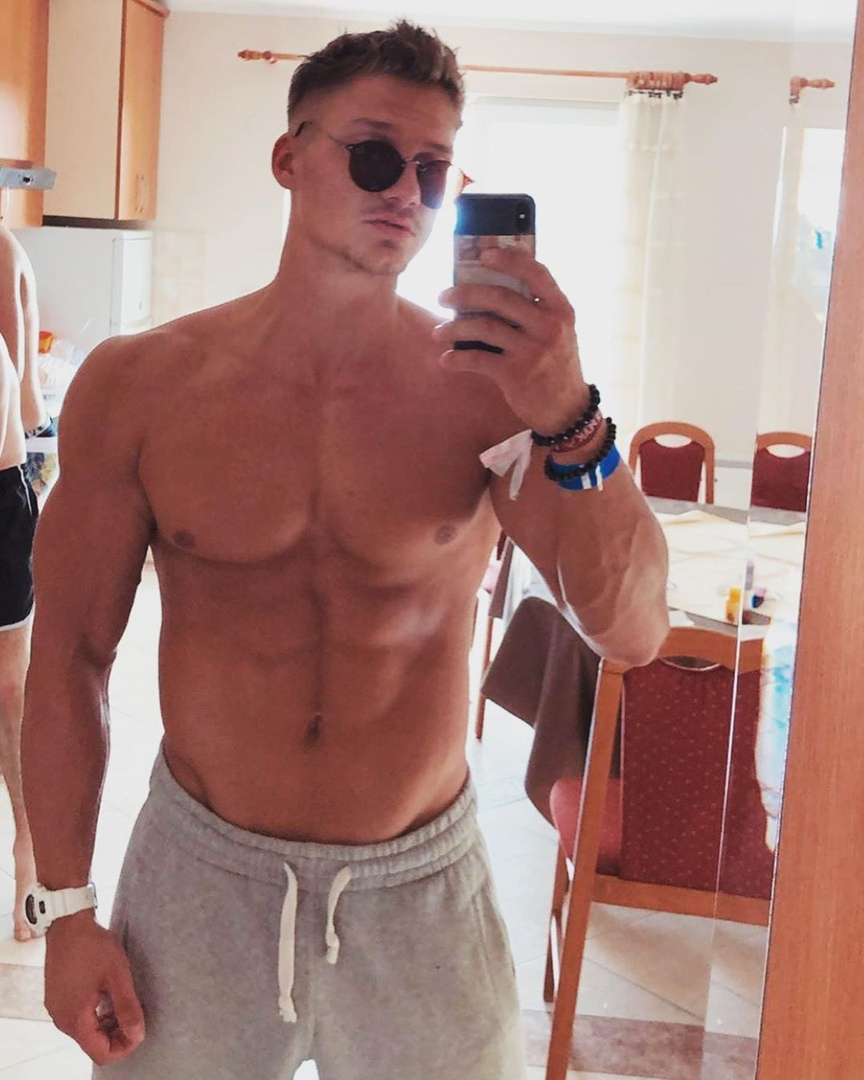 dope-shirtless-bro-muscle-body-selfie-cool-shades